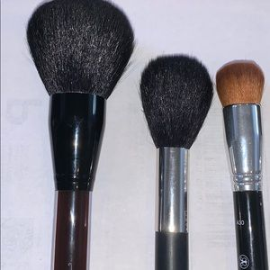 5 make up brushes.